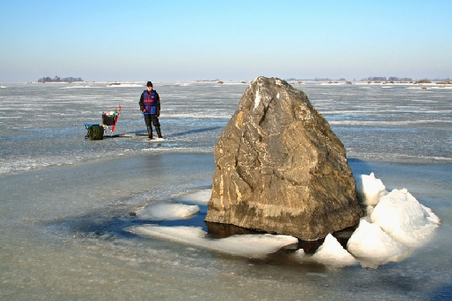 The Vaasa Archipelago is a famous ice-fishing site. Raippaluoto Island, Panike Village.