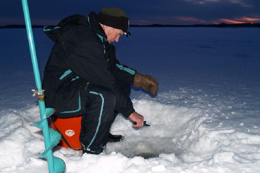 Ice fishing for burbot, Lake Päijänne.