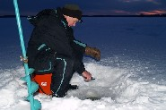 Ice fishing for burbot, Lake Päijänne.  (Jari Tuiskunen)