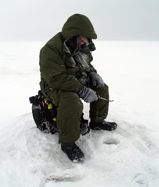 People tend to go ice-fishing far from the shores of Lake Pyhäjärvi and the wind may make you uncomfortable.