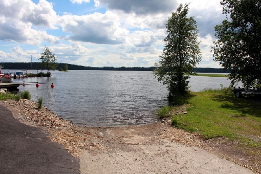Angler can launch his boat from the ramp that is in the quay at Kivijärvi municipal centre.